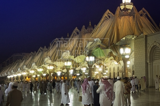Closing Umbrellas, Medina