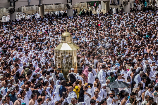 crowed of pilgrims Makkah