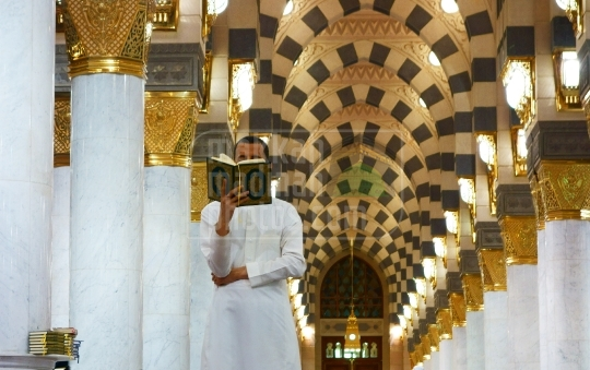 Reciting Qur'an,Inside Masjid Nabawi